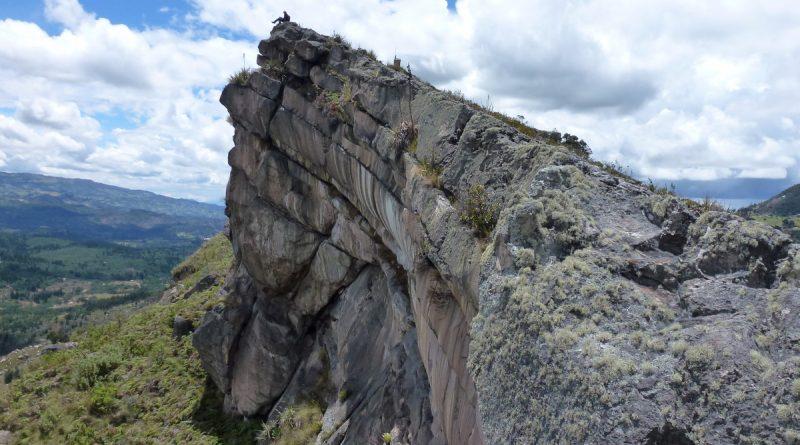Montaña rocosa de gran elevación