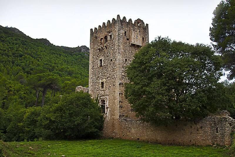 Monasterio de la Murta rodeado de vegetación