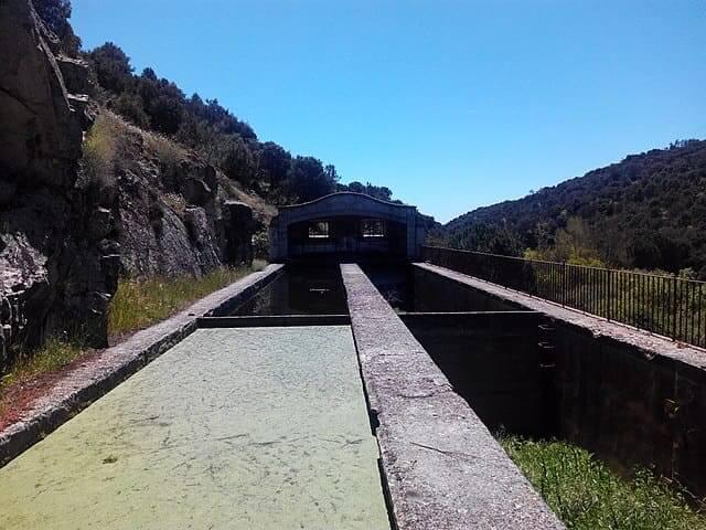Vieja presa en el río Aulencia cerca de Valdemorillo